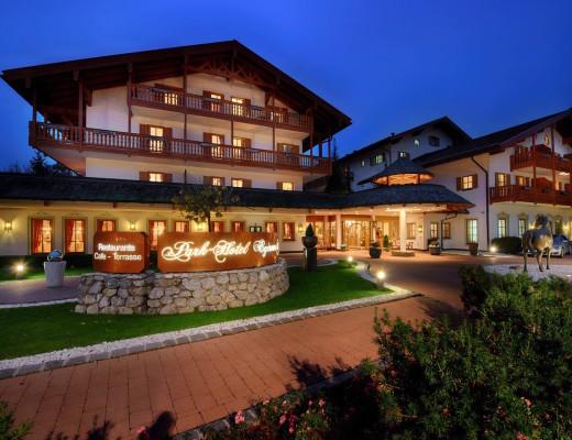 Spa-Behandlung und Micro-Needling - Luxus-Hotels mit medizinischer Kompetenz liegen im Trend. Im Park-Hotel Egerner Höfe gelingt die perfekte Kombination von Gesundheit, Wohlfühlen und Genuss. www.marinajagemann.com