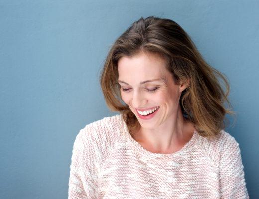 Das Profhilo Treatment auf Basis von Hyaluronsäure soll dem Teint in Minuten einen lang anhaltenden Glow verleihen. Wir waren bei der Behandlung dabei: www.marinajagemann.com