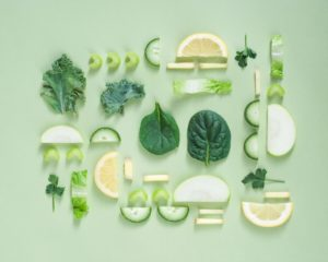 Verschiedene Gemüse, Kräuter und Obst sind Power Food Paare