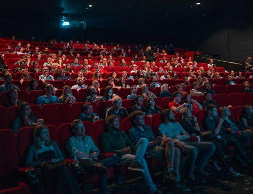 Viele Menschen im Kino