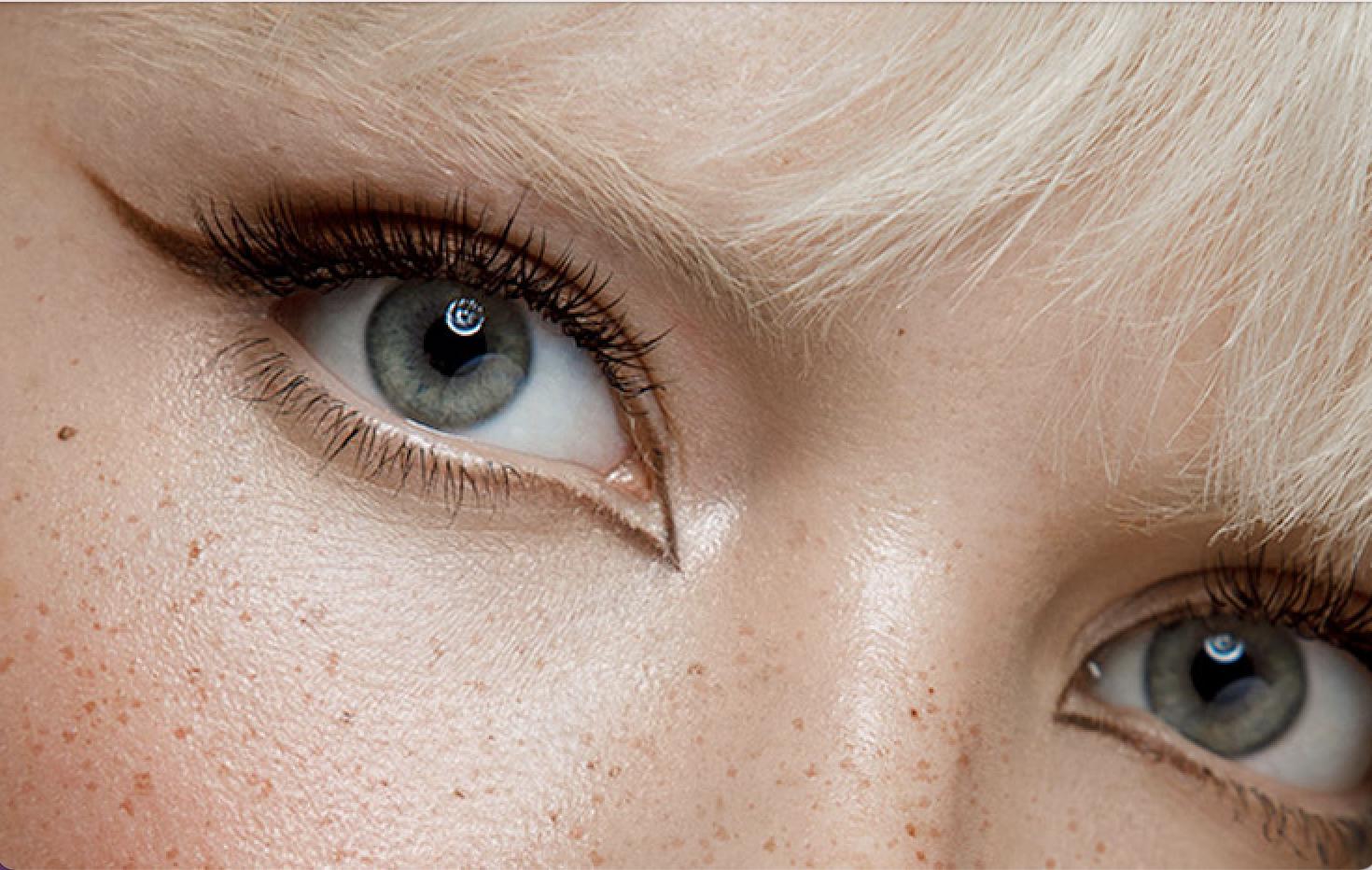 Model mit Foxy Eyes