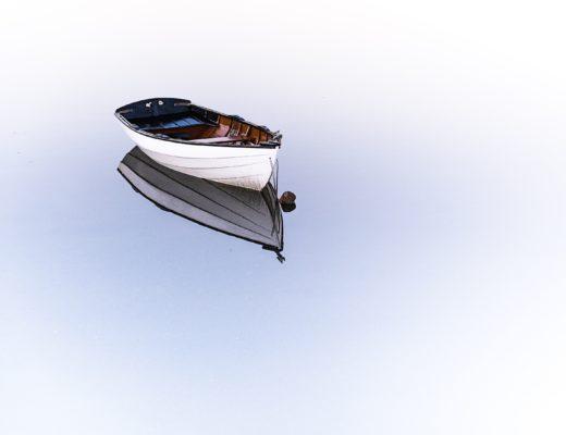 Stille statt Stress, einsames Boot auf einem See