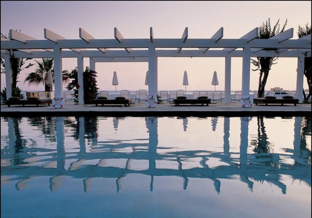 Pool im Hotel Almyra